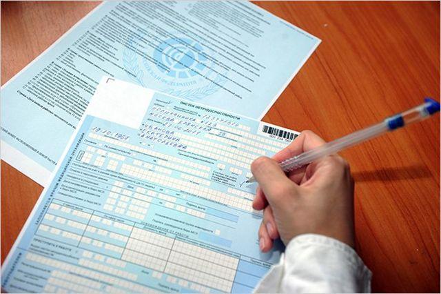 Увольнение по собственному желанию во время больничного: подача заявления и порядок взаиморасчетов