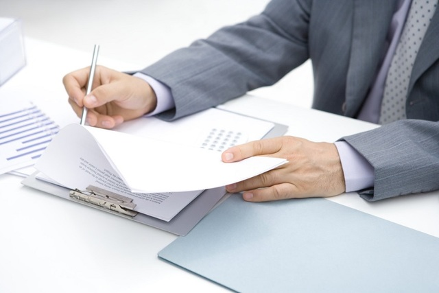 Порядок смены управляющей компании и расторжение договора оферты с ЖКХ. Судебная практика