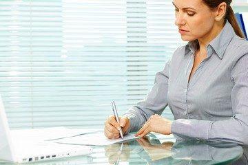 Как сделать запись в трудовой книжке о переименовании должности? Порядок и образец оформления