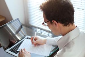 Компенсация отпуска при увольнении: формула расчета, онлайн калькулятор, начисление страховых взносов и НДФЛ