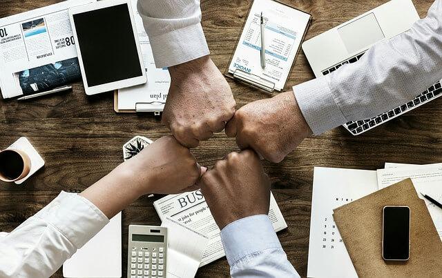 Как подать в суд на управляющую компанию: образцы искового заявления и претензии в адрес ЖКХ