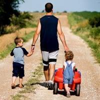 Возможен ли декретный отпуск для мужчин? Продолжительность, денежные выплаты, учет стажа, порядок оформления