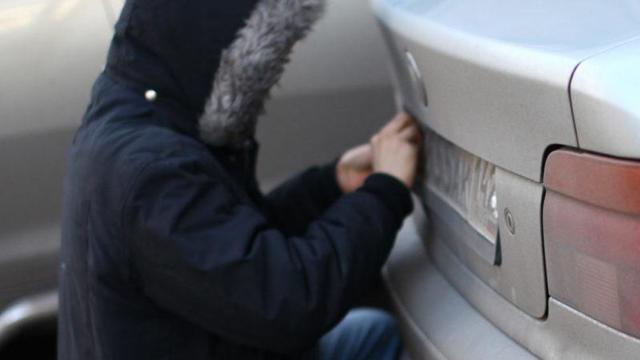 Кража государственных автомобильных номеров: порядок действий потерпевшего, привлечение к административной и уголовной ответственности