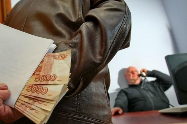 Мошенничество в сфере ЖКХ, на почте, в службе судебных приставов, на работе: предусмотренная ответственность за коррупцию и взятки
