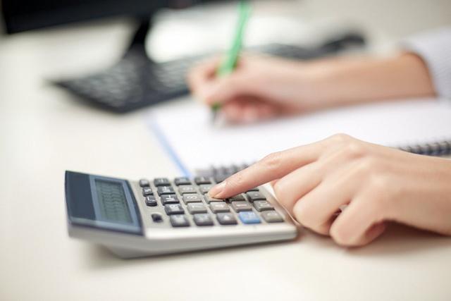 Расчет доплаты до минимальной гарантированной зарплаты: что входит в МРОТ?