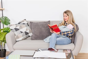 Увольнение во время декретного отпуска по собственному желанию: порядок действий, образец заявления, положенные выплаты
