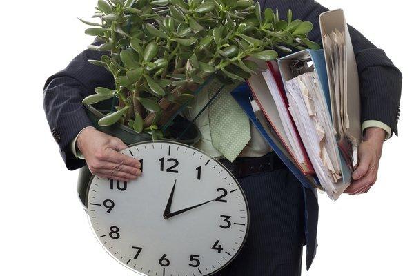 Нужно ли пенсионерам отрабатывать две недели при увольнении по собственному желанию? Разъяснения Роструда