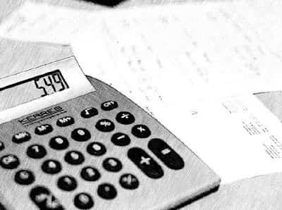 Какими налогами облагается больничный лист: начисляются ли страховые взносы и НДФЛ?
