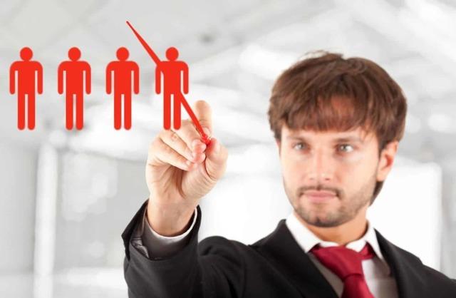 Дата увольнения выпадает на выходной или праздничный день: каким числом оформлять заявление?