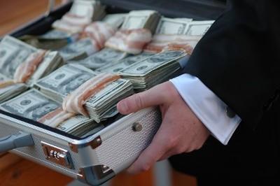 Отличие вымогательства от разбоя и грабежа: виды правонарушений, законодательное регулирование и методы противодействия
