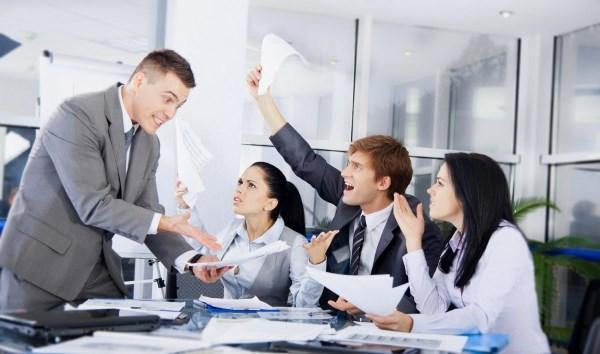 Вносятся ли в трудовую книжку дисциплинарные взыскания: как правильно отобразить информацию в кадровой документации?