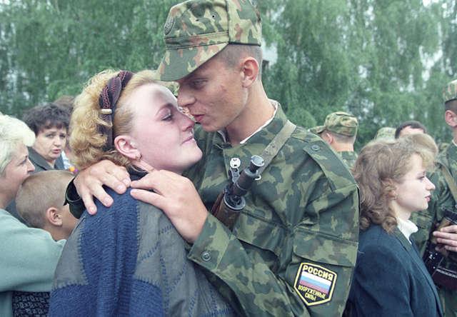Положен ли отпуск жене военнослужащего по закону и ТК РФ? Порядок предоставления отдыха совместно с мужем