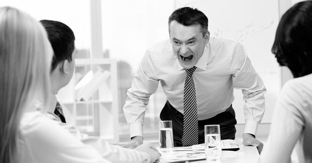 Оскорбление личности на рабочем месте: законодательство, признаки правонарушения и назначение ответственности