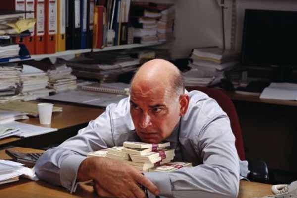 Как взыскать материальный ущерб с работника? Определение суммы причиненного убытка, варианты возмещения, порядок действий