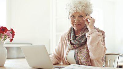 Как заключить срочный трудовой договор с пенсионером по возрасту? Образец документа