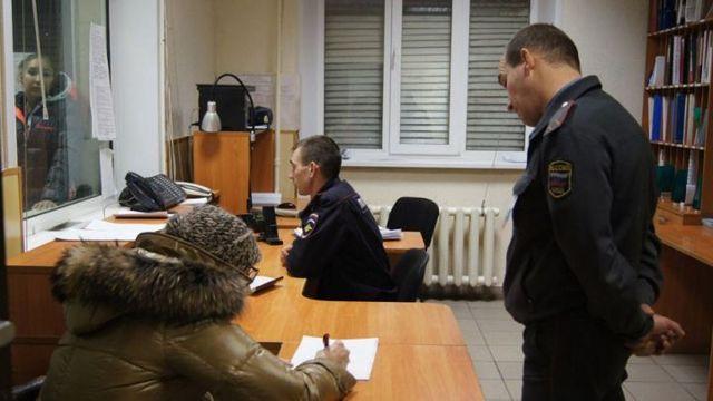Незаконное задержание и заключение под стражу сотрудниками полиции: ответственность по статье 301 УК РФ. Как подать жалобу?