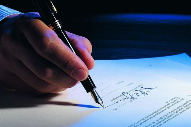 Правила перевода со срочного трудового договора на бессрочный: условия, необходимые документы, образец соглашения