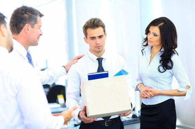 Как уволиться с работы по собственному желанию, если начальник не подписывает заявление об увольнении?