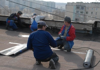 Как написать заявление в управляющую компанию о протечке крыши: образцы претензии и иска о возмещении ущерба