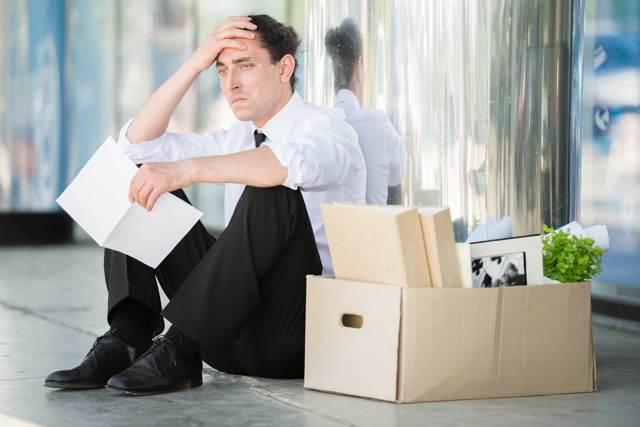 Порядок увольнения государственного и муниципального служащего по собственному желанию: образец заявления, выплаты