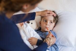 Можно ли взять больничный по уходу за ребенком бабушке и как он будет оплачиваться?
