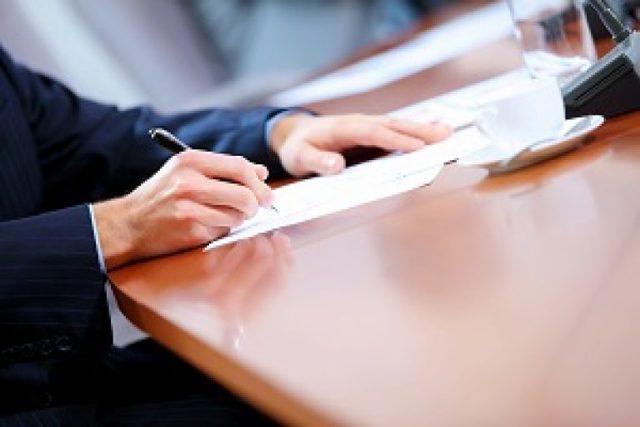 Как правильно оформить перенос отпуска по желанию работника? Основания по ТК РФ, алгоритм действий и образец приказа