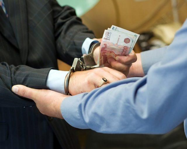 Злоупотребление и превышение должностных полномочий: понятия и их отличия с примерами. Ответственность по статье 285 УК РФ
