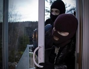 Нарушение неприкосновенности жилища: понятие, квалификация правонарушения, ответственность по статье 139 УК РФ, судебная практика
