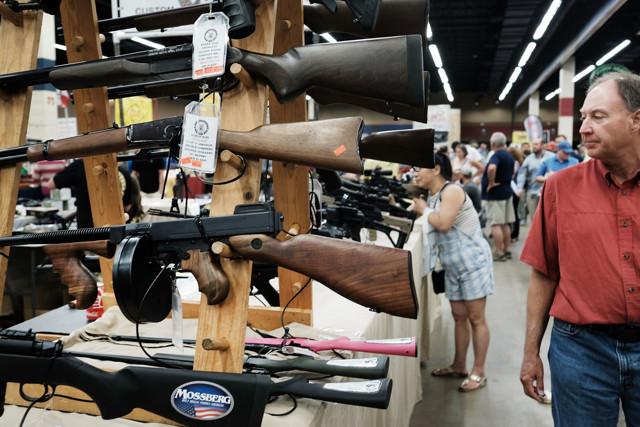 Незаконное хранение огнестрельного оружия и боеприпасов: ответственность по статьям 222 и 223 УК РФ и 20.8 КОАП
