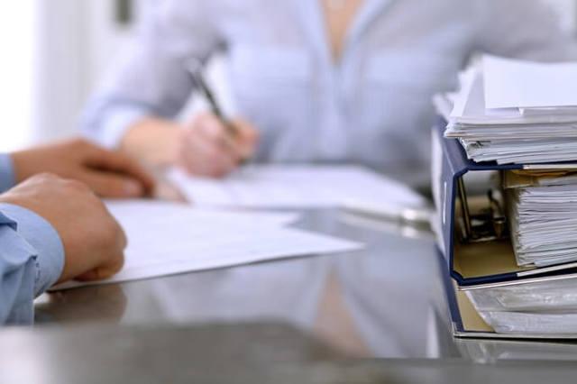 Льготы и субсидии ветеранам труда по оплате услуг ЖКХ: условия для получения компенсации по квартплате и необходимые документы