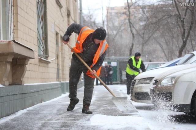 Должна ли управляющая компания чистить снег во дворе, с крыши и вывозить его с придомовой территории?