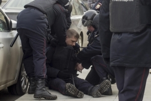 Избиение сотрудника полиции при исполнении: уголовная ответственность по статье 318 УК РФ