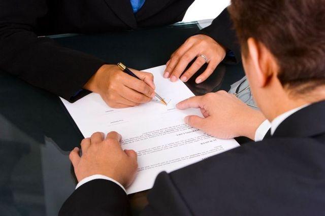 Расторжение срочного трудового договора по инициативе работника или работодателя: основания и порядок прекращения