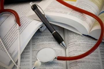 Входит ли по закону больничный в отработку при увольнении? Порядок оплаты пособия по временной нетрудоспособности