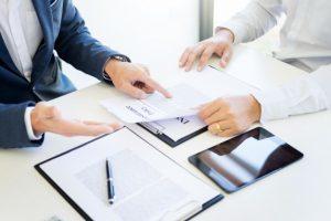 Выдача трудовой книжки при увольнении: порядок и образец заполнения, уведомление и доверенность на получение, штрафы за нарушение сроков