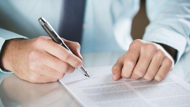 Ответственность за уклонение от заключения контракта по 44-ФЗ: последствия, судебная практика