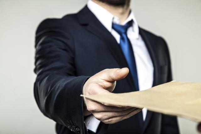 Жалоба на неправомерные действия должностного лица: образец документа. Куда следует обращаться?