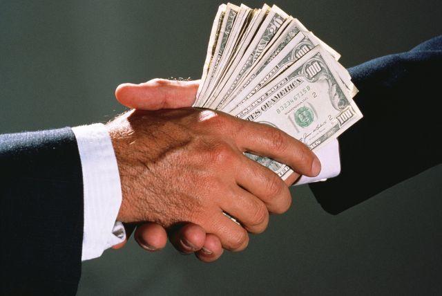 Какая сумма считается взяткой и в чем состоит ее отличие от подарка? Минимальный размер для возбуждения уголовного дела