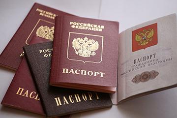 Замена загранпаспорта при смене фамилии после замужества: нужно ли, какой срок действия прежнего документа, как подать заявление через Госуслуги, какова госпошлина?