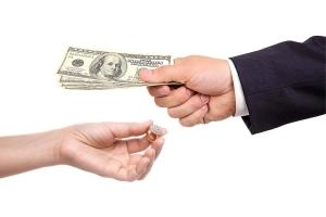 Возврат ювелирных изделий в магазин: основания, порядок действий и правовые нормы
