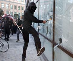 Мелкое хулиганство: статьи 213 УК РФ и 20.1 КОАП. Ответственность за нарушение общественного порядка и нецензурную брань