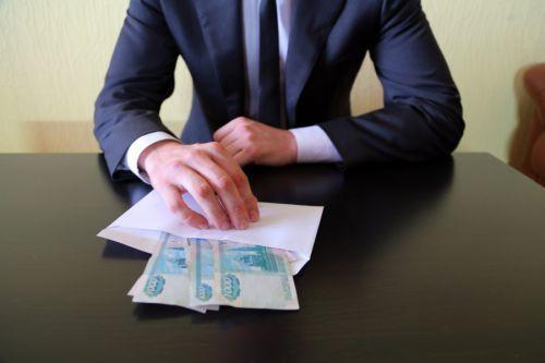 Наказание за взятку по статьям 290 и 291 УК РФ: какой грозит срок, если поймали на месте преступления? Помощь адвоката