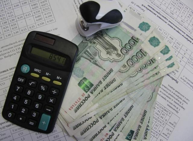 Расчет неустойки за просрочку поставки товара по госконтракту по 44-ФЗ: формула и онлайн-калькулятор