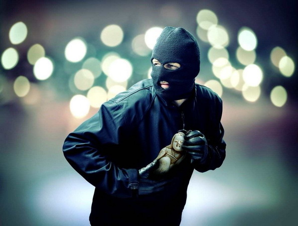 Виды грабежей: отличия от разбоя и кражи, наказание за грабеж телефона, квартиры и ответственность несовершеннолетнего